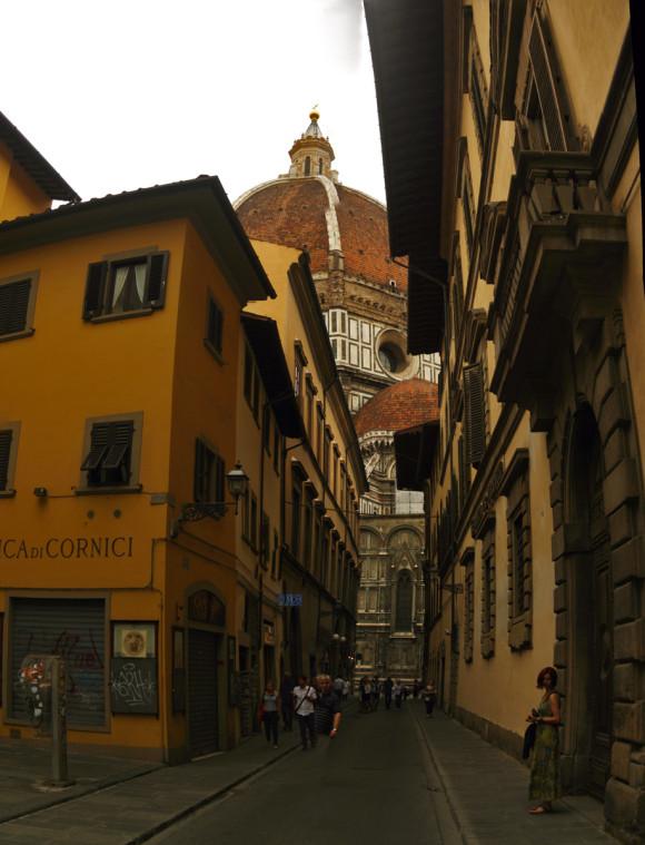 Streets of Florence with Basilica di Santa Maria del Fiore